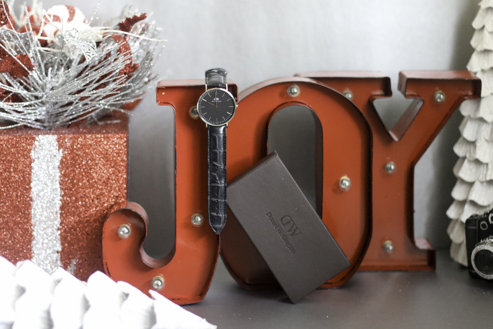 Give the gift of joy in the form of a Daniel Wellington watch!