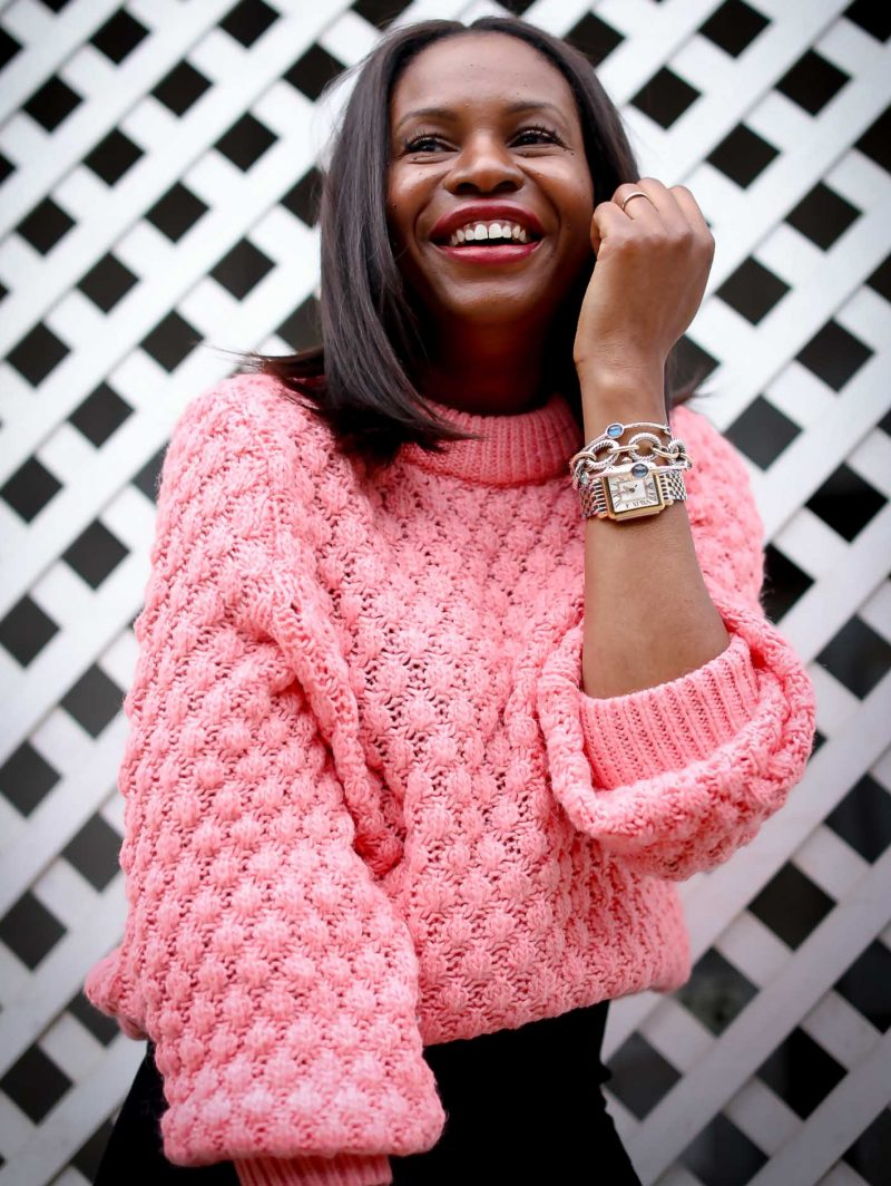 style blogger wearing a pink chunky sweater