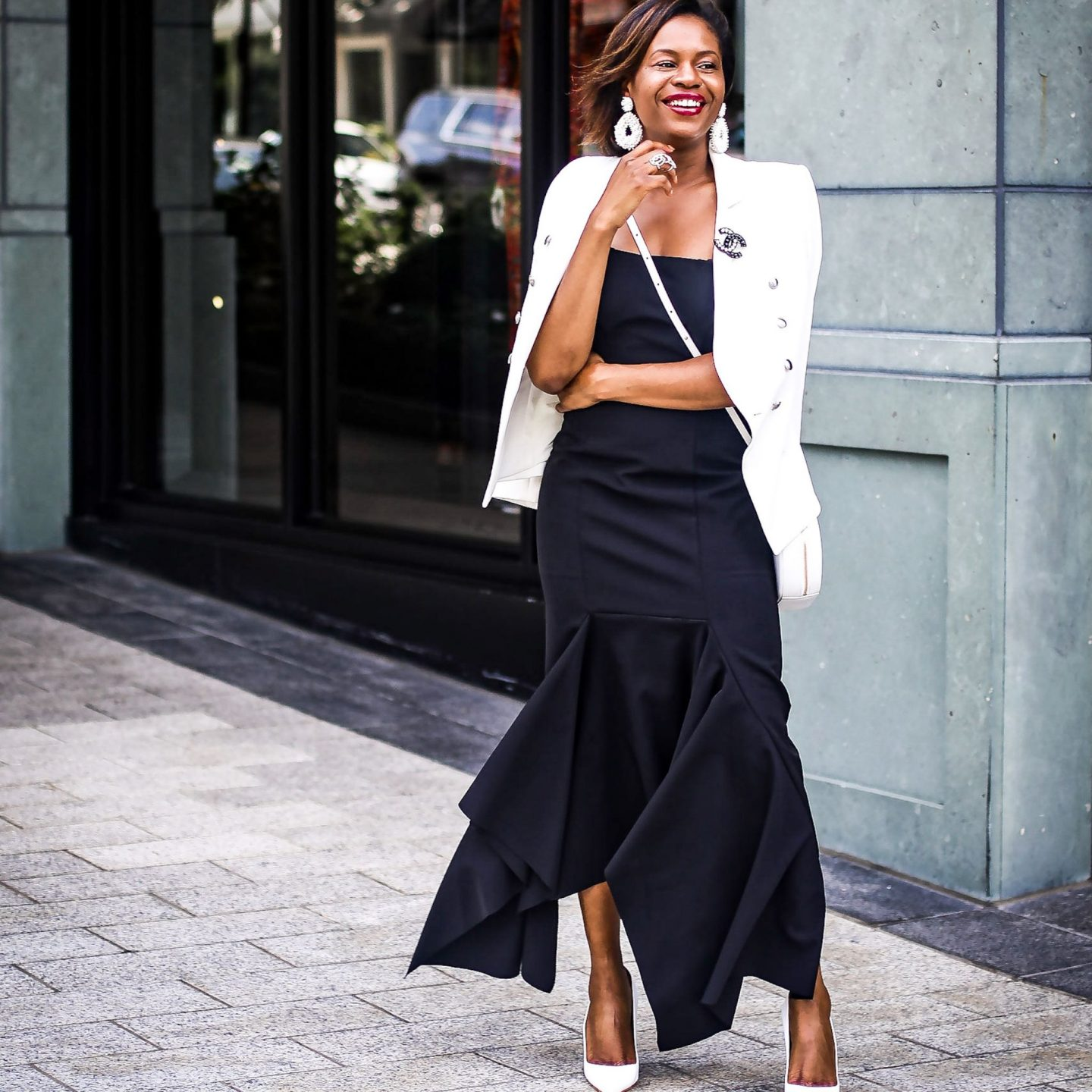 A REFRESHING WAY TO WEAR BLACK AND WHITE