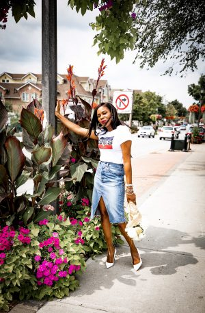 Atlanta Fashion and lifestyle blogger Monica Awe-Etuk creates 90's inspired outfit featuring a Levis logo t-shirt and denim skirt, layered necklaces, pumps