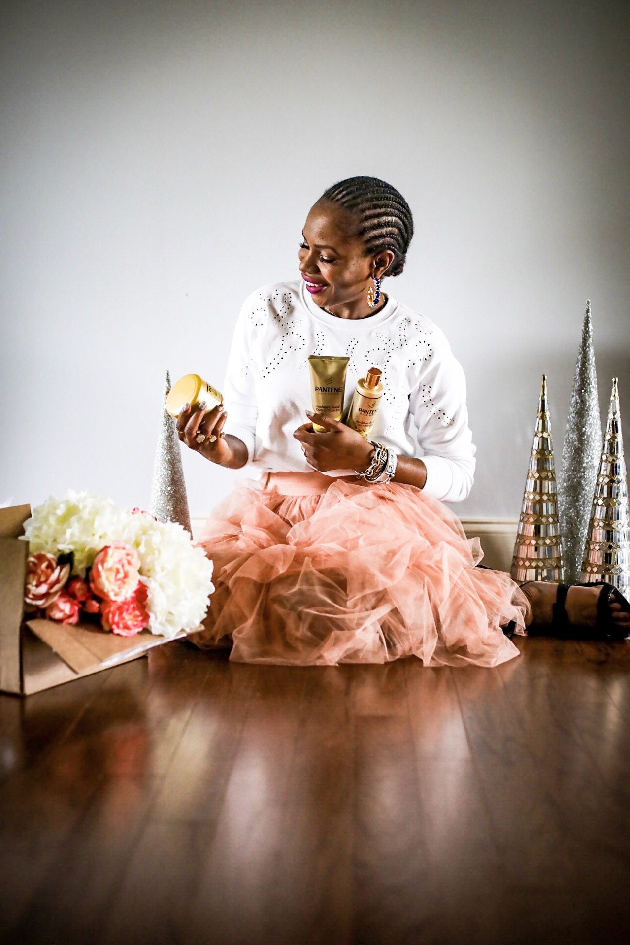Atlanta lifestyle blogger Monica Awe-Etuk wearing a white H&M sweatshirt, pink tulle midi skirt, achieves great hair with Pantene Gold series products-4