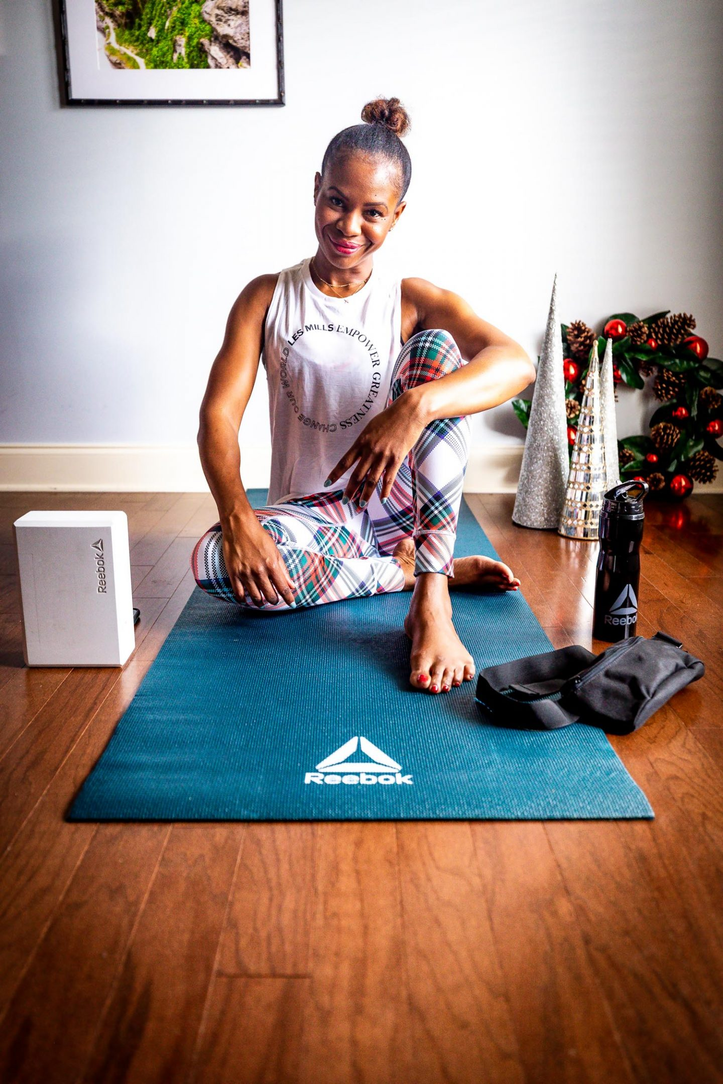 How Atlanta lifestyle blogger Monica Awe-Etuk will achieve minimum stress during the holidays. wearing reebok plaid leggings, and sports bra. Reebok yoga mat, yoga block and reebok water bottle for the holiday
