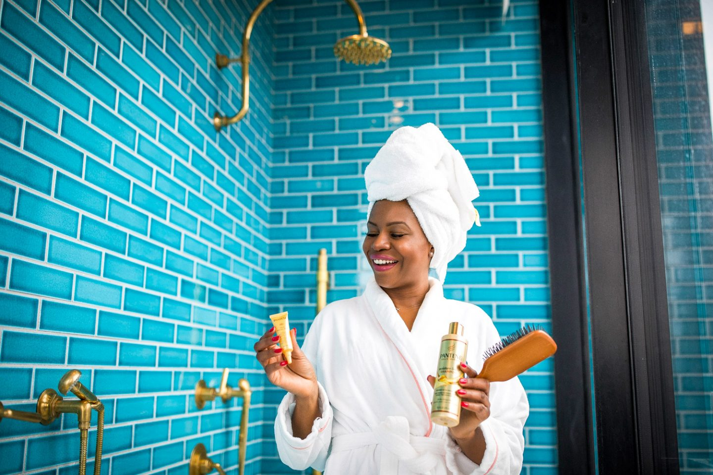Atlanta lifestyle blogger Monica Awe-Etuk at the Williamsburg Hotel suit in Brooklyn shares her experience using Pantene Pro-V Intense Rescue Shots. Best at-home hair treatments for black hair._-10