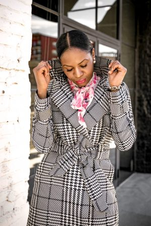 atlanta blogger wearing a plaid spring trench coat, floral blouse, and white crop pants, with white pumps