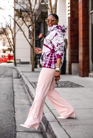 Atlanta fashion bloggers Monica Awe-Etuk wearing a proenza schouler alice and olivia high waist pink pants, chloe heart sunglasses, dior frienship bracelets