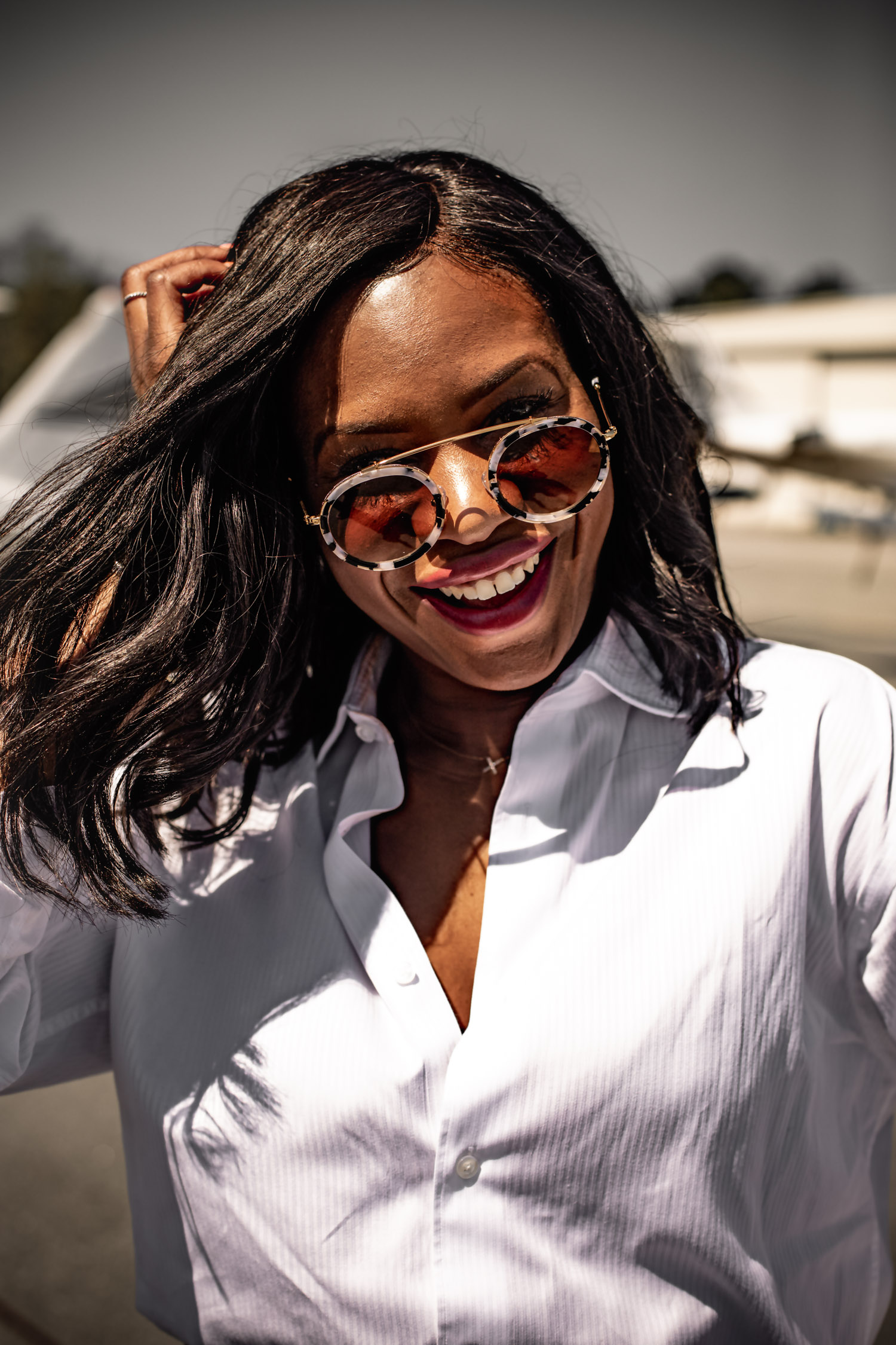 Atlanta fashion bloggers Monica Awe-Etuk wearing the top 6 sunglasses trends of the season wearing round krewe sunglasses
