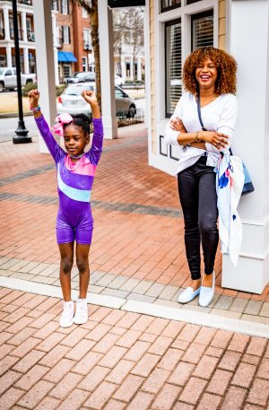 Atlanta lifestyle blogger Monica Awe-Etuk wearing talbots X oprah collection to drop off her kids for soccer and gymnastics. mommy blogger-6