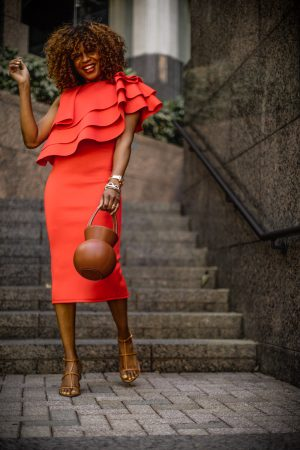 Atlanta fashion blogger Monica Awe-Etuk wearing orange dress for mother's Day. What to wear for Mother's Day. The perfect mothers day outfit featuring a orange scuba midi dress, staud brown round bag, cult gaia brown sandals