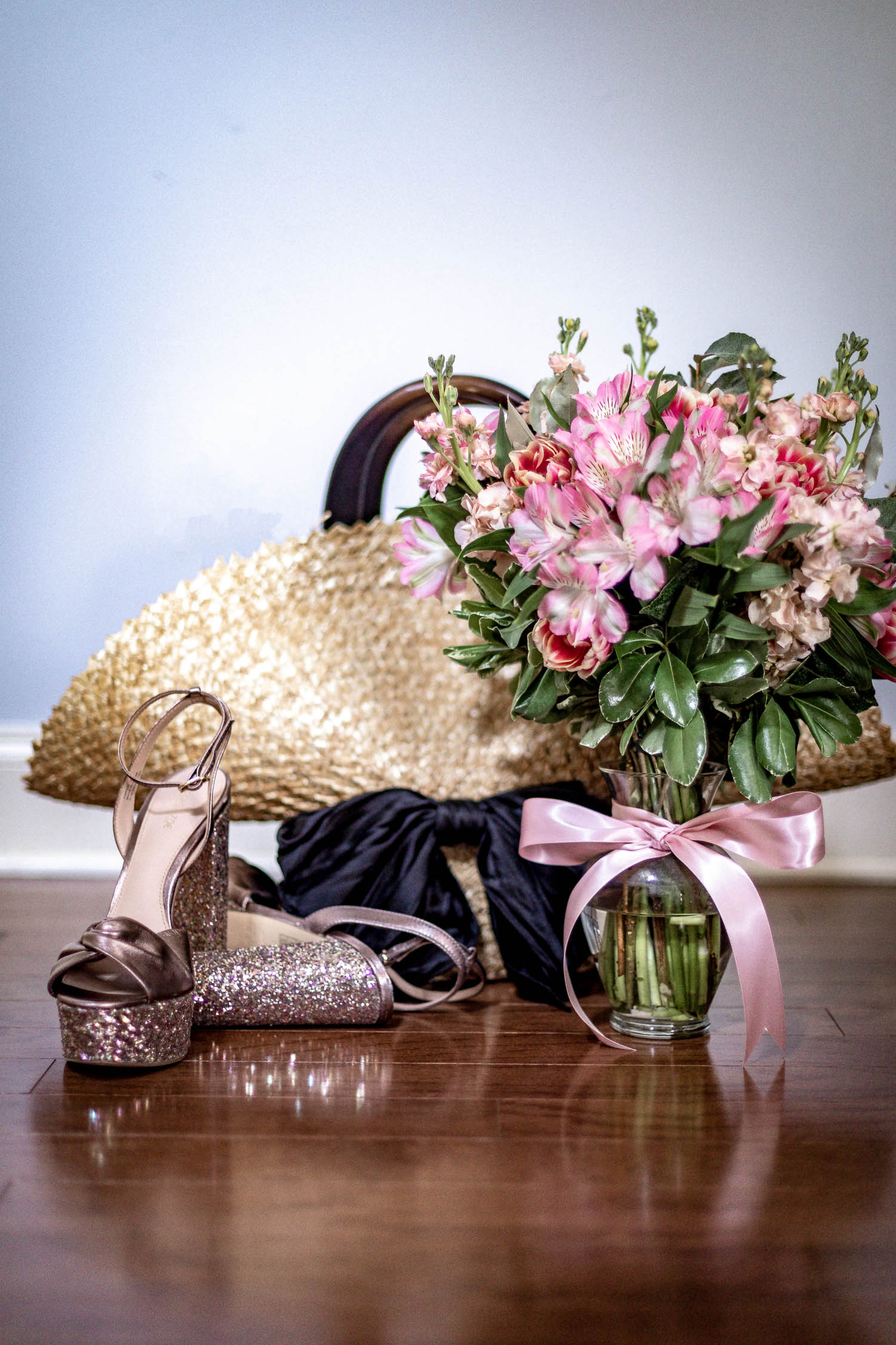 Atlanta blogger Monica Awe-Etuk learns how to create a mother's day bouquet-. Mother's Day flowers