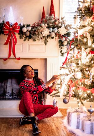 how to wear red during the holidays, how to wear red without being too christmasy, stylish ways to wear red during the holidays, how to style a red christmas sweater, top atlanta blogger decorates christmas tree wearing scoop from walmart-