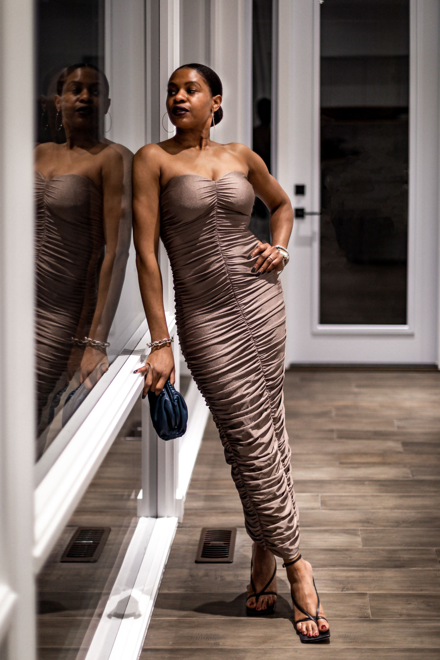what to wear for date night, atlanta blogger monica awe-etuk wearing a fitted dress for date night, how to nail date night, what you should do for date night, bottega stretch sandals, bottega clutch, mini clutch, how to style bottega stretch clutch, how to style a clutch, ladyee boutique, top atlanta blogger, top black blogger, black blogger
