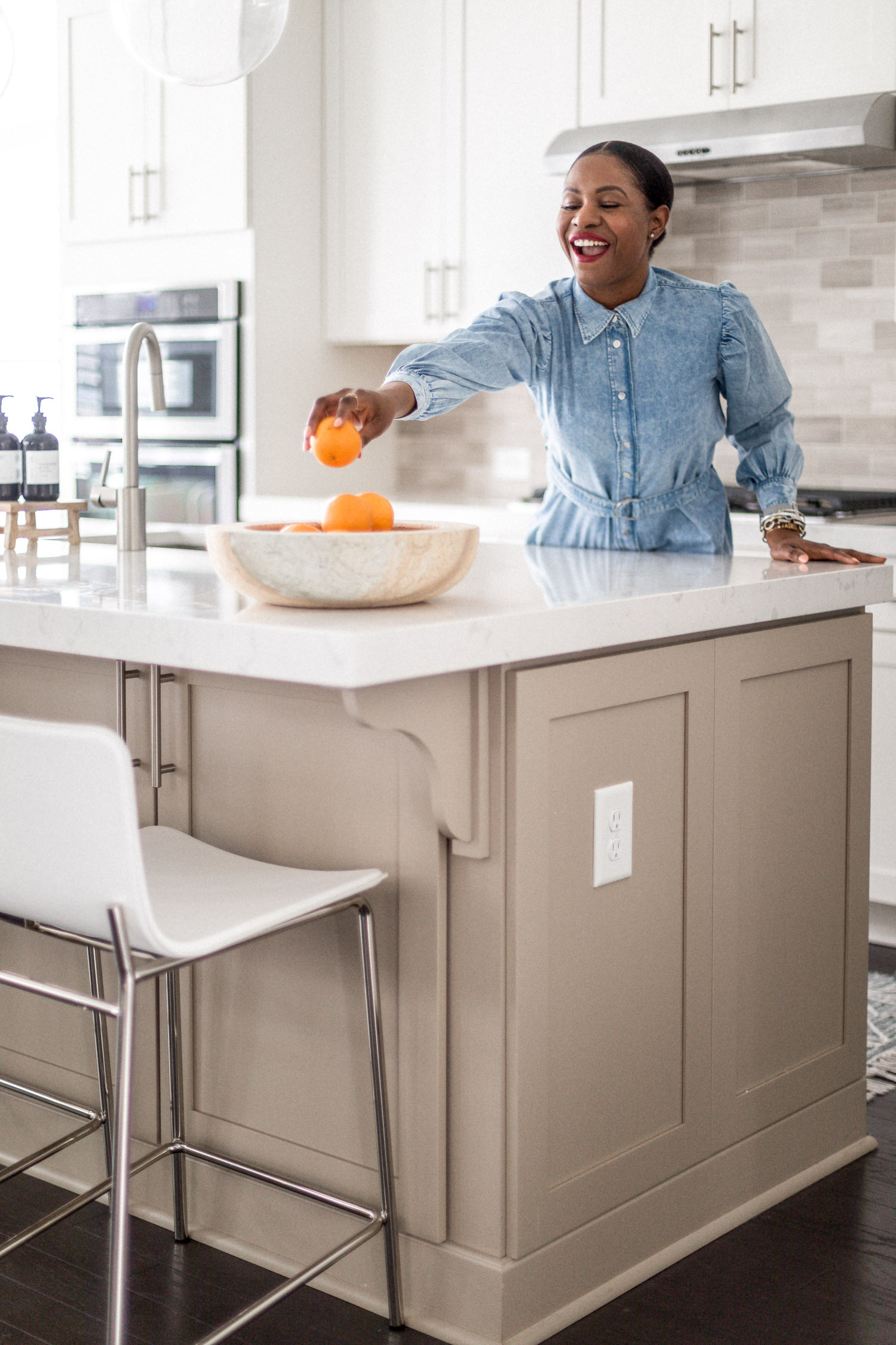 atlanta blogger monica awe-etuk reveals her white kitchen, home tour, white kitchen, how to keep a white kitchen clean, my dream kitchen, kitchen reveal, kitchen tour, white kitchen tour