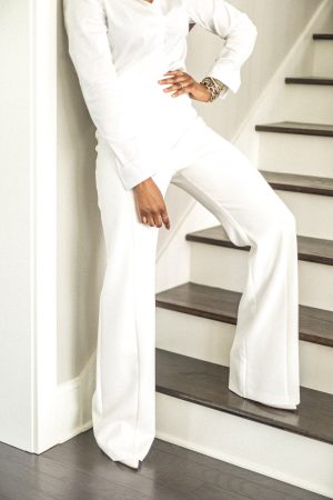 white pants, how to style white pants, closet essentials, wardrobe essentials, how to wear white, all white outfit