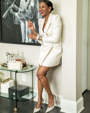 atlanta blogger wearing a white blazer dress for a holiday party, holiday parties, holiday dresses, zoom party