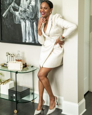 atlanta blogger wearing a white blazer dress for a holiday party, holiday parties, holiday dresses, zoom party