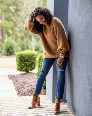 snake boots, snakeskin boots, high rise jeans, oversized sweater, how to style an oversided sweater, loungewear, sweatshirt, joggers, what to wear at home, what to wear for the holidays, walmart fashion, scoop