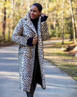 walmart faux fur coat, leopard coat, how to style a faux fur coat for the holidays, holiday coat, leopard coat, long leopard coat, walmart fashion